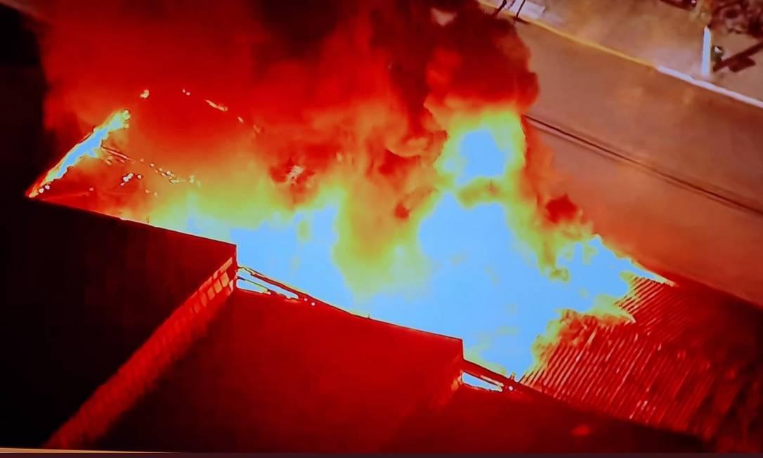 Incêndio atingiu galpão da Cinemateca Foto: Reprodução Twitter/@CarlosPiazza