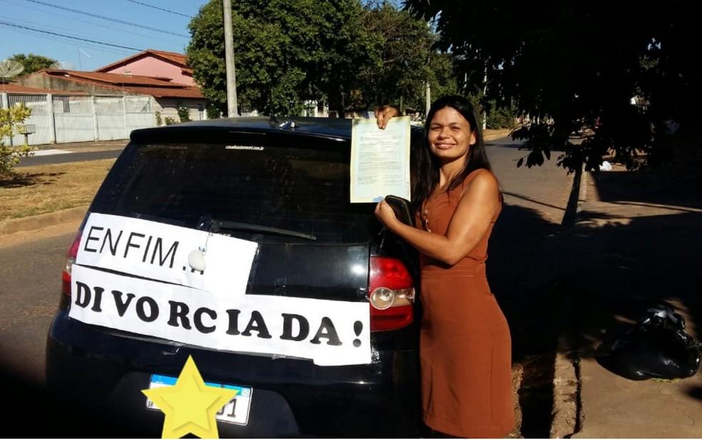 Daiana exibe faixa em que mostra estar finalmente livre (Arquivo Pessoal)