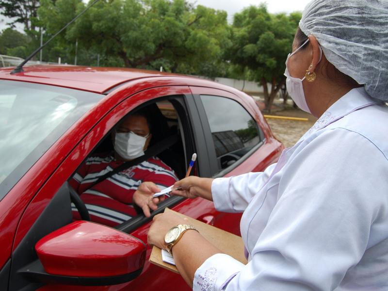 Pessoas de 46 anos e mais podem se dirigir aos pontos de drive thru em Teresina - Foto: Divulgação