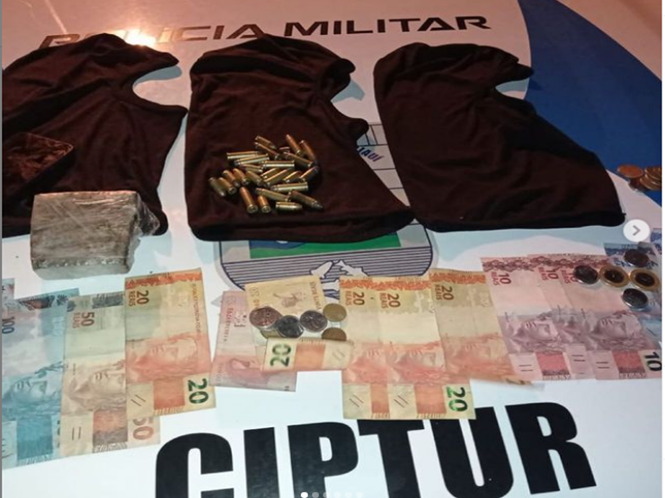 Acusados foram capturados com armas e dinheiro