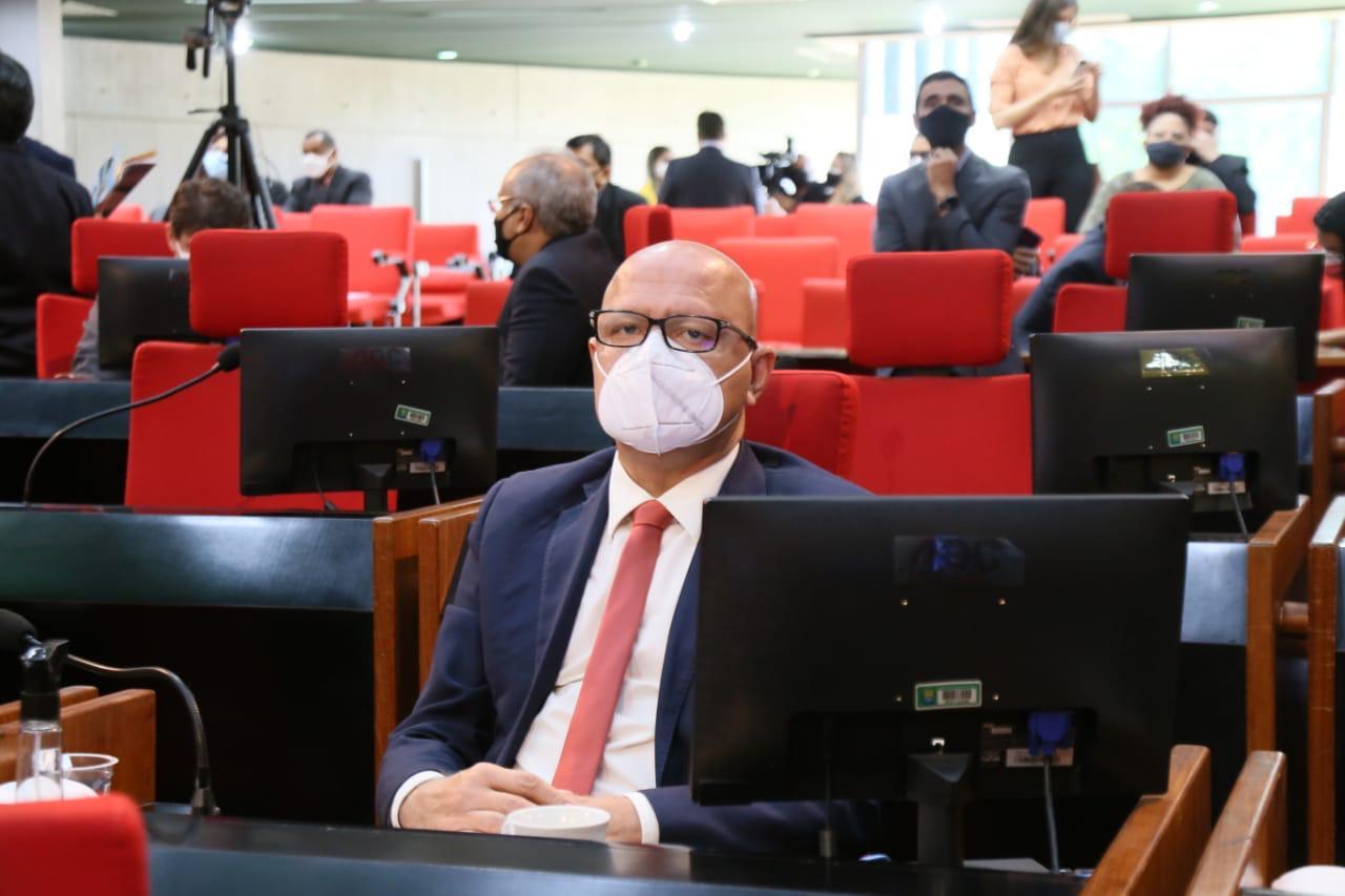 Na visão do deputado Franzé Silva, o ponto facultativo beneficia apenas o serviço público - Foto: Ascom