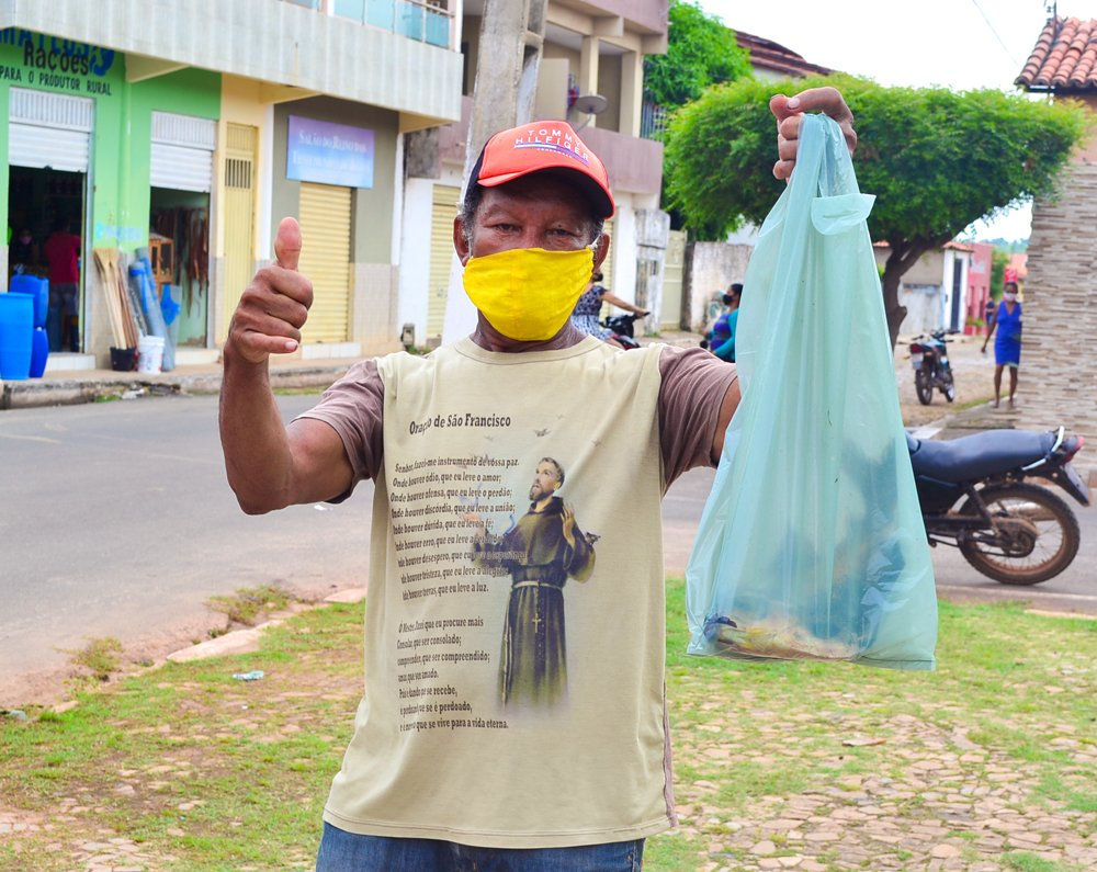 Prefeitura de Joaquim Pires, realiza a entrega de peixes para famílias - Imagem 1