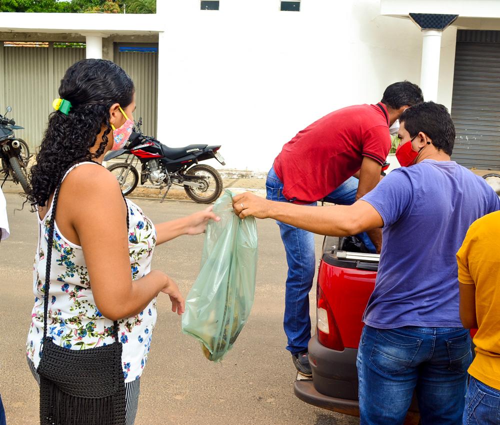 Prefeitura de Joaquim Pires, realiza a entrega de peixes para famílias - Imagem 5