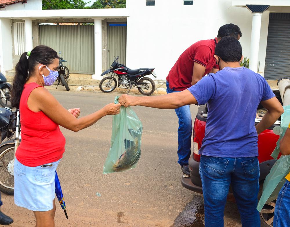 Prefeitura de Joaquim Pires, realiza a entrega de peixes para famílias - Imagem 4