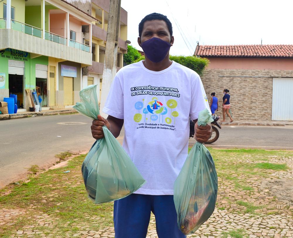 Prefeitura de Joaquim Pires, realiza a entrega de peixes para famílias - Imagem 3