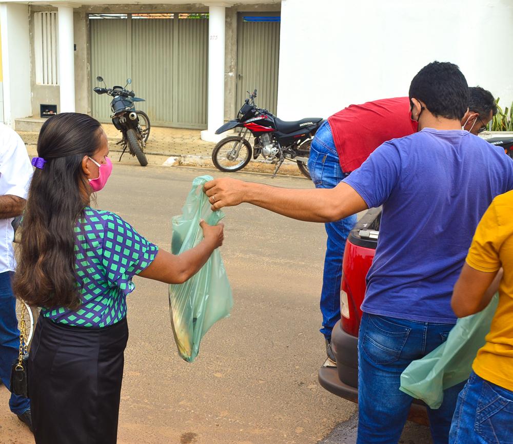 Prefeitura de Joaquim Pires, realiza a entrega de peixes para famílias - Imagem 6