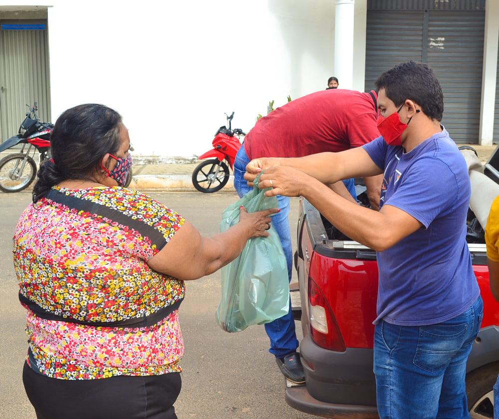 Prefeitura de Joaquim Pires, realiza a entrega de peixes para famílias - Imagem 7