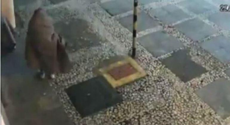 Suspeito foi identificado pela polícia. (Foto: Reprodução Record TV)