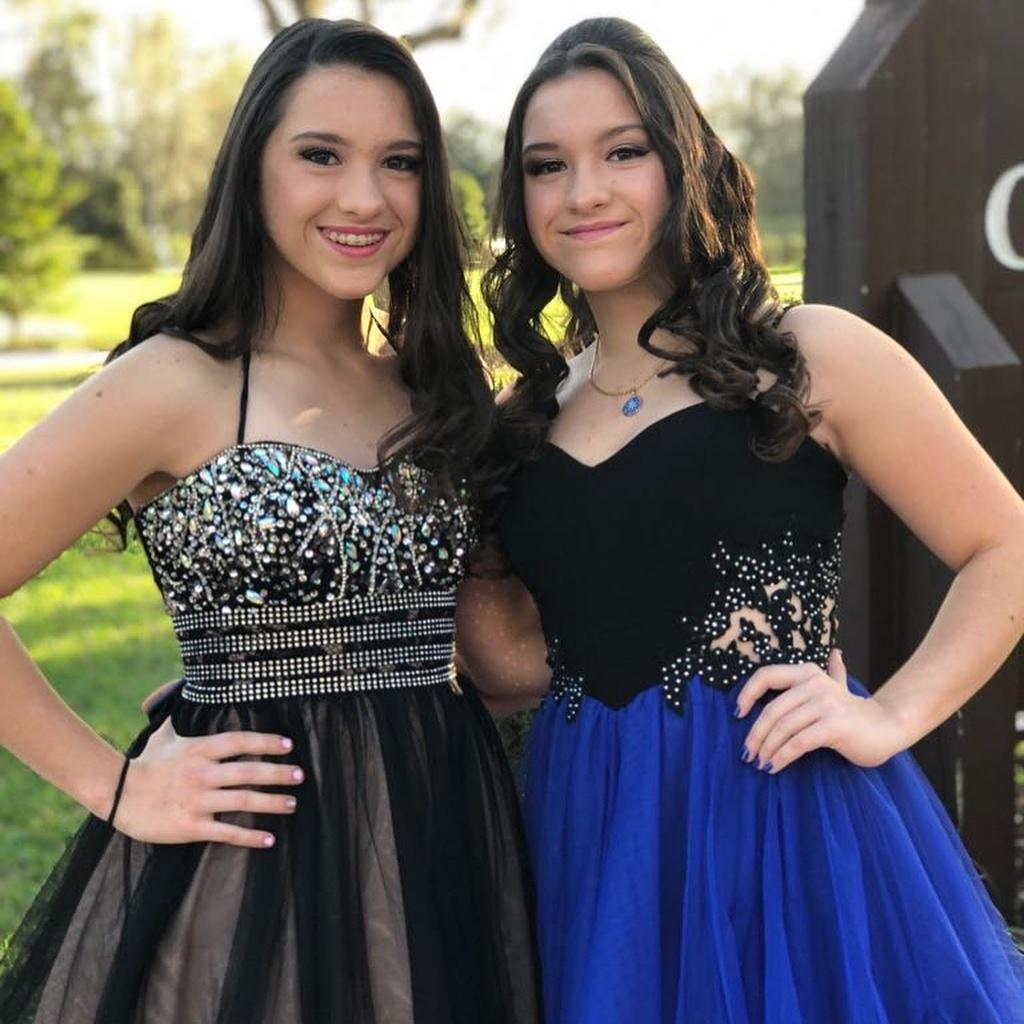 Marina e Sofia, de 17 anos, filhas de Gugu, contrataram o advogado da mãe