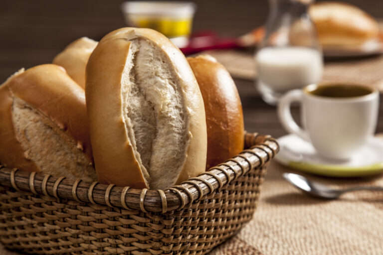 Receita de pão francês, em homenagem ao dia do padeiro