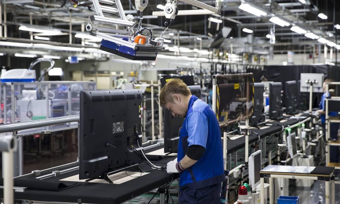 Panasonic vai deixar de produzir TVs no Brasil. Na foto, uma unidade no Japão Foto: Tomohiro Ohsumi / Bloomberg