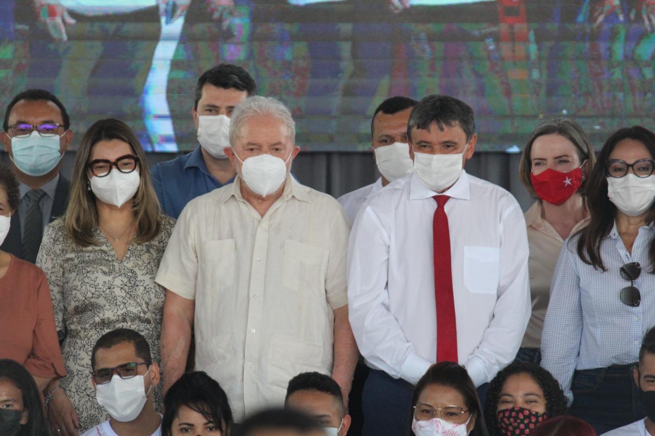 Wellington Dias e Lula em inaguração de reforma de escola em Teresina (Foto: Raíssa Morais/ Portal MN)