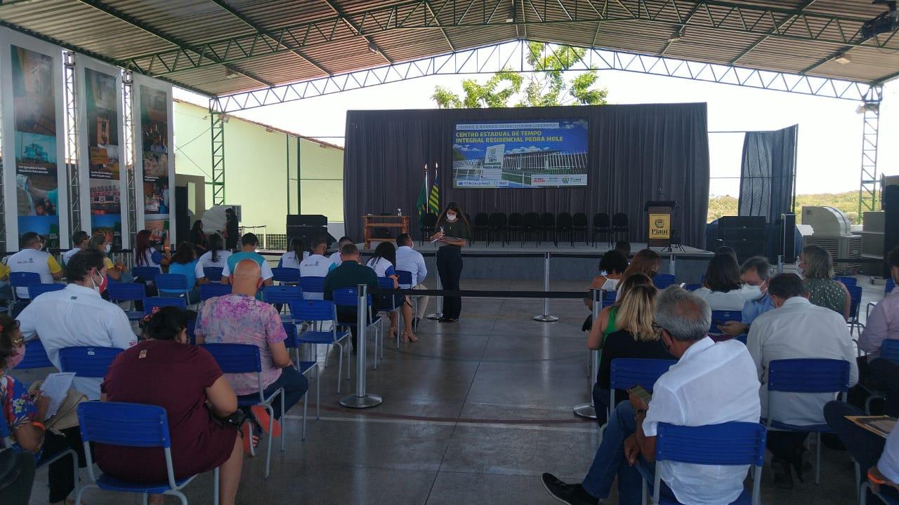 Estrutura foi montada em escola para receber Lula e evitar aglomeração - Foto: Francy Teixeira
