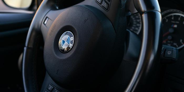 Prós e contras de comprar um carro BMW; saiba diferenciar os valores