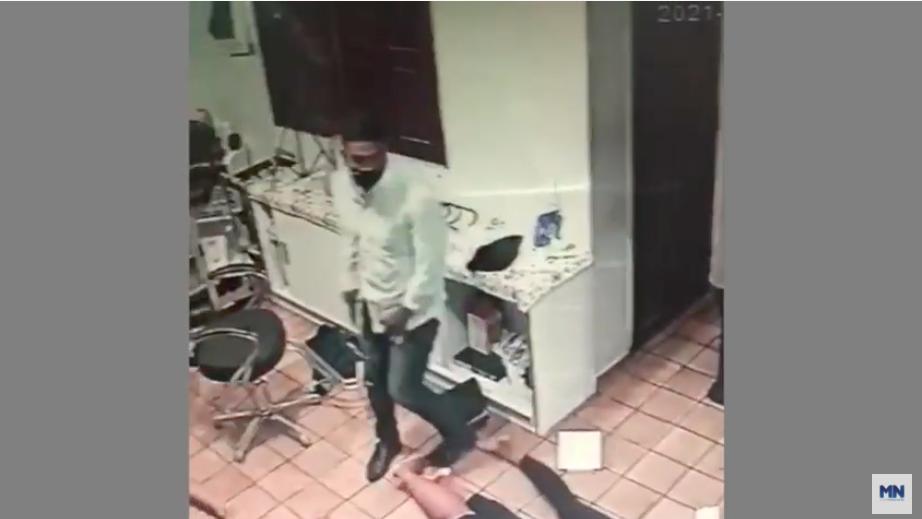 Homem armado obriga vítimas a deitar no chão de salão