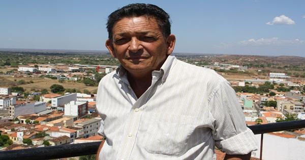 Gil Paraibano tomou conhecido da ação dos estelionatários nesta quarta e denunciou à polícia. (Foto: Efrém Ribeiro)