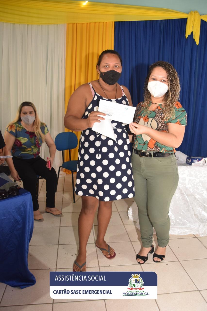 Prefeitura de Monsenhor Gil faz entrega do Cartão Sasc Emergencial  - Imagem 2