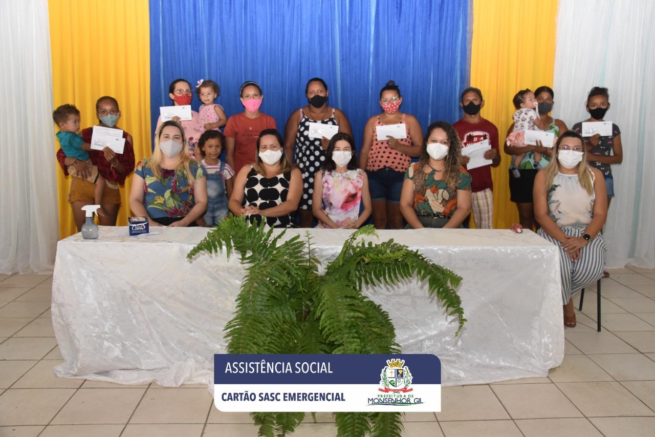 Prefeitura de Monsenhor Gil faz entrega do Cartão Sasc Emergencial  - Imagem 7