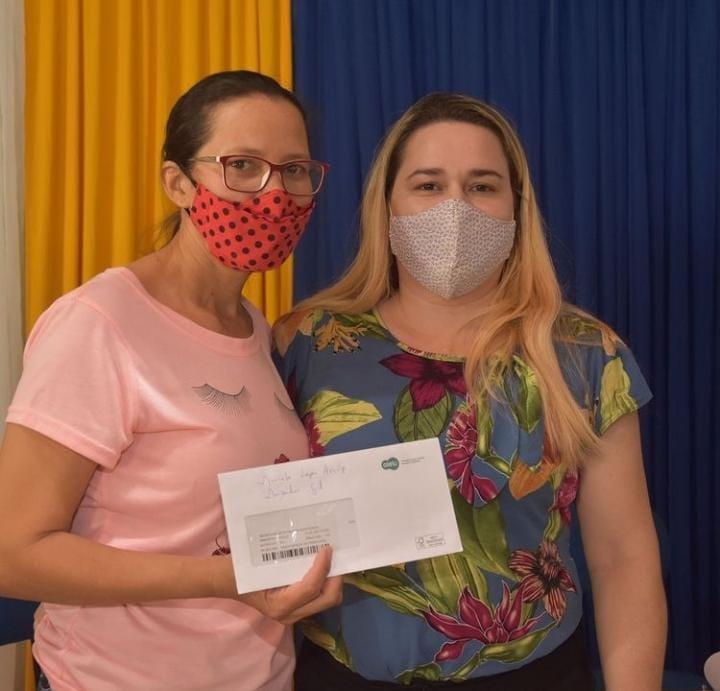 Prefeitura de Monsenhor Gil faz entrega do Cartão Sasc Emergencial  - Imagem 1