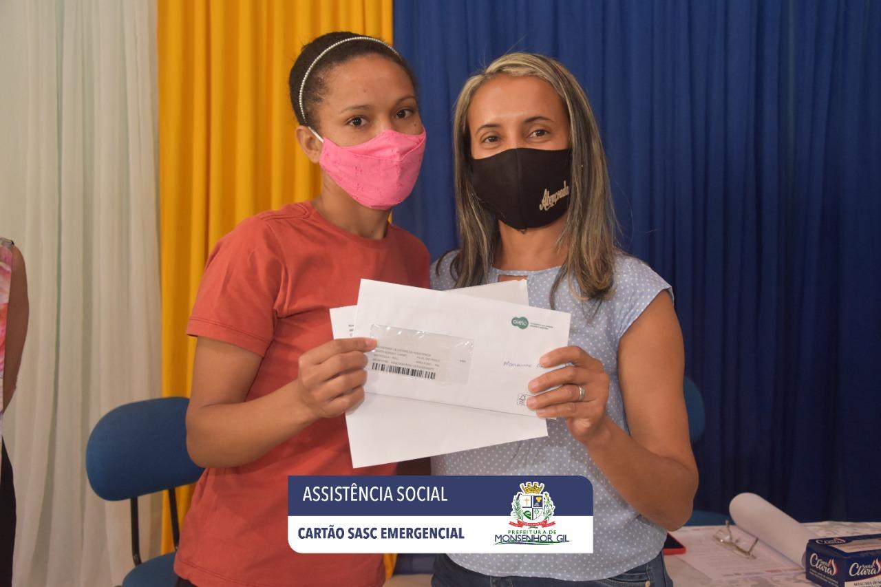 Prefeitura de Monsenhor Gil faz entrega do Cartão Sasc Emergencial  - Imagem 5