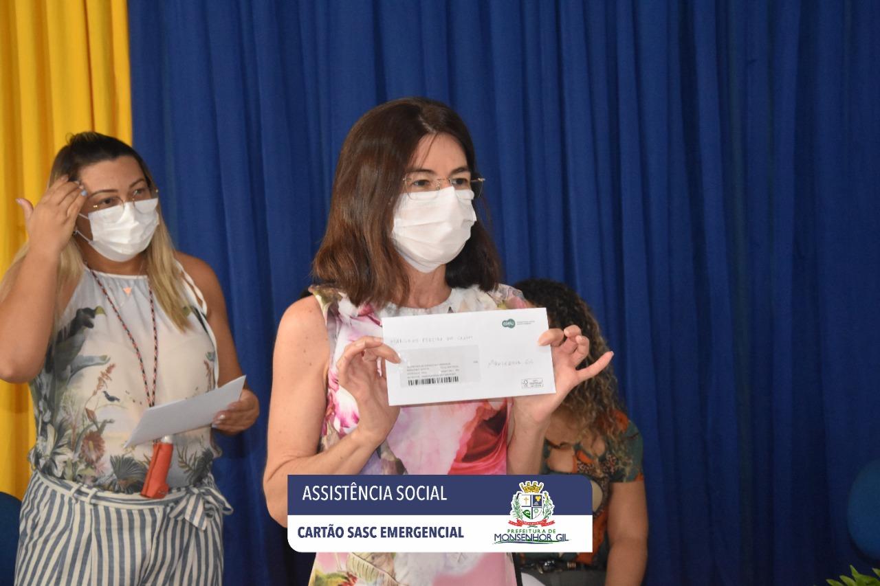 Prefeitura de Monsenhor Gil faz entrega do Cartão Sasc Emergencial  - Imagem 3