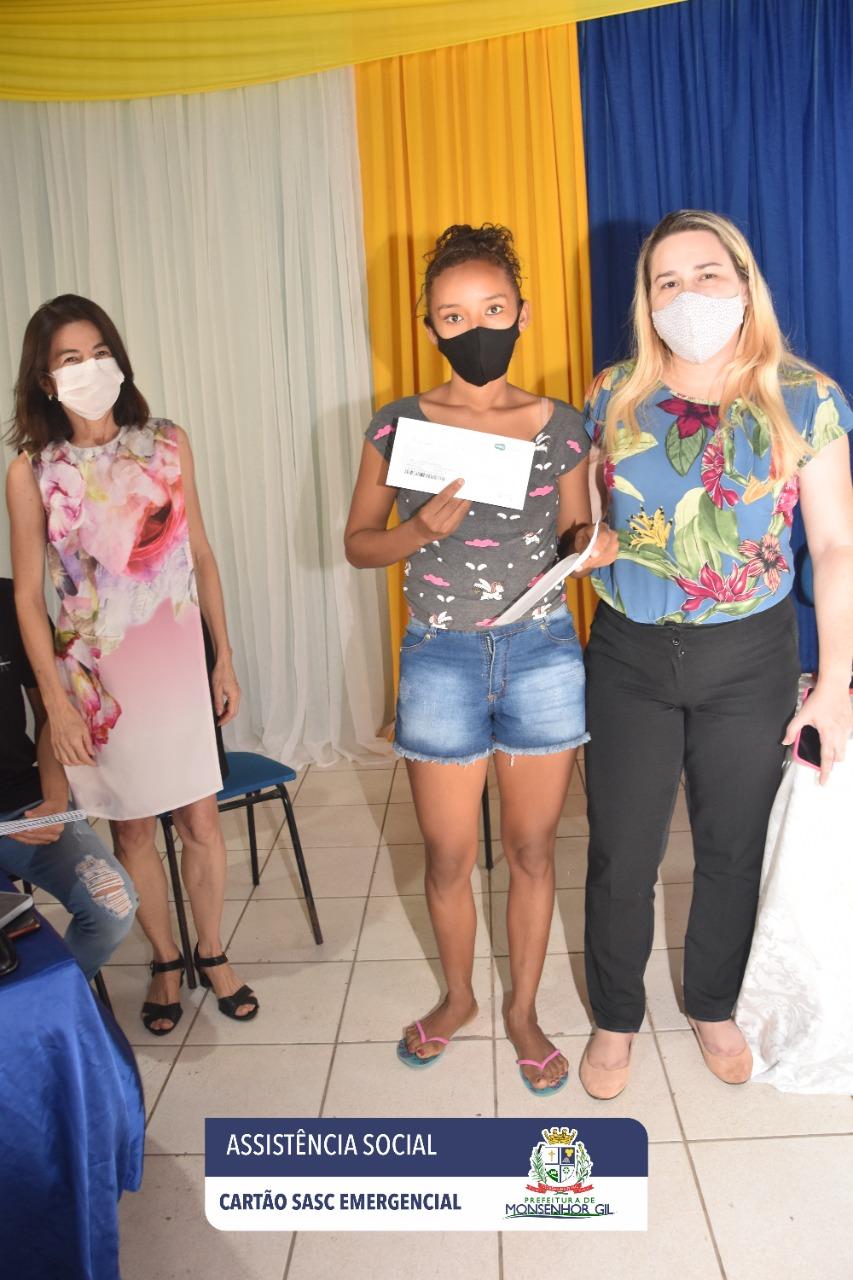 Prefeitura de Monsenhor Gil faz entrega do Cartão Sasc Emergencial  - Imagem 9