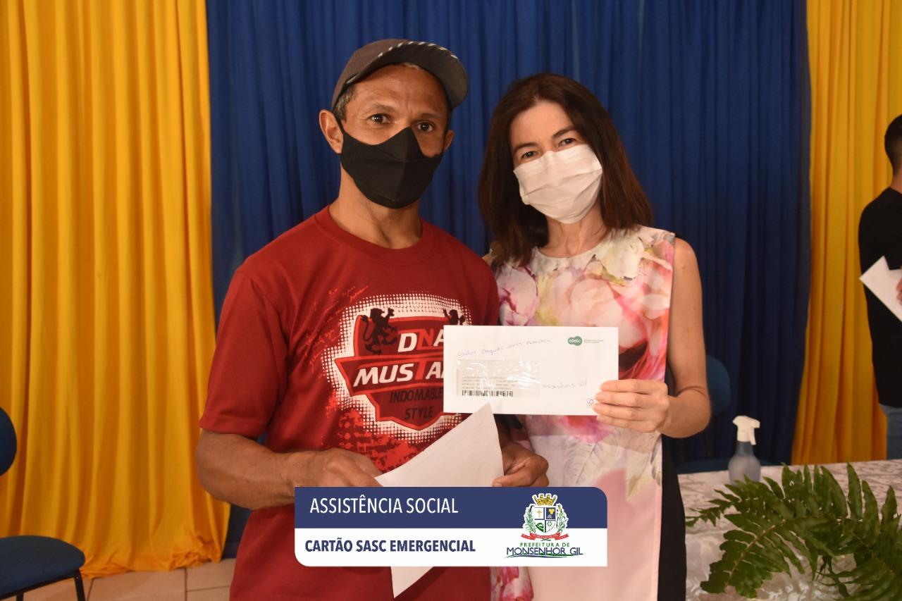 Prefeitura de Monsenhor Gil faz entrega do Cartão Sasc Emergencial  - Imagem 10