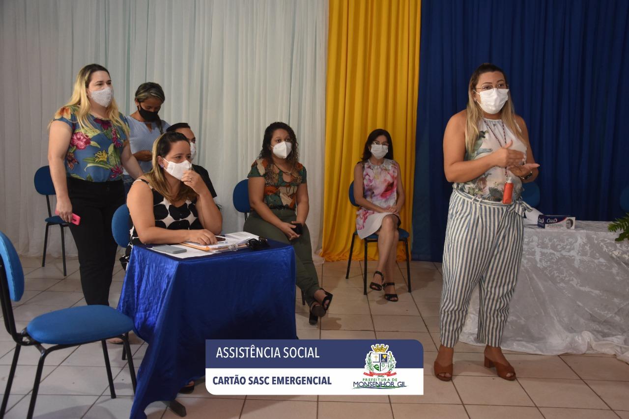 Prefeitura de Monsenhor Gil faz entrega do Cartão Sasc Emergencial  - Imagem 12