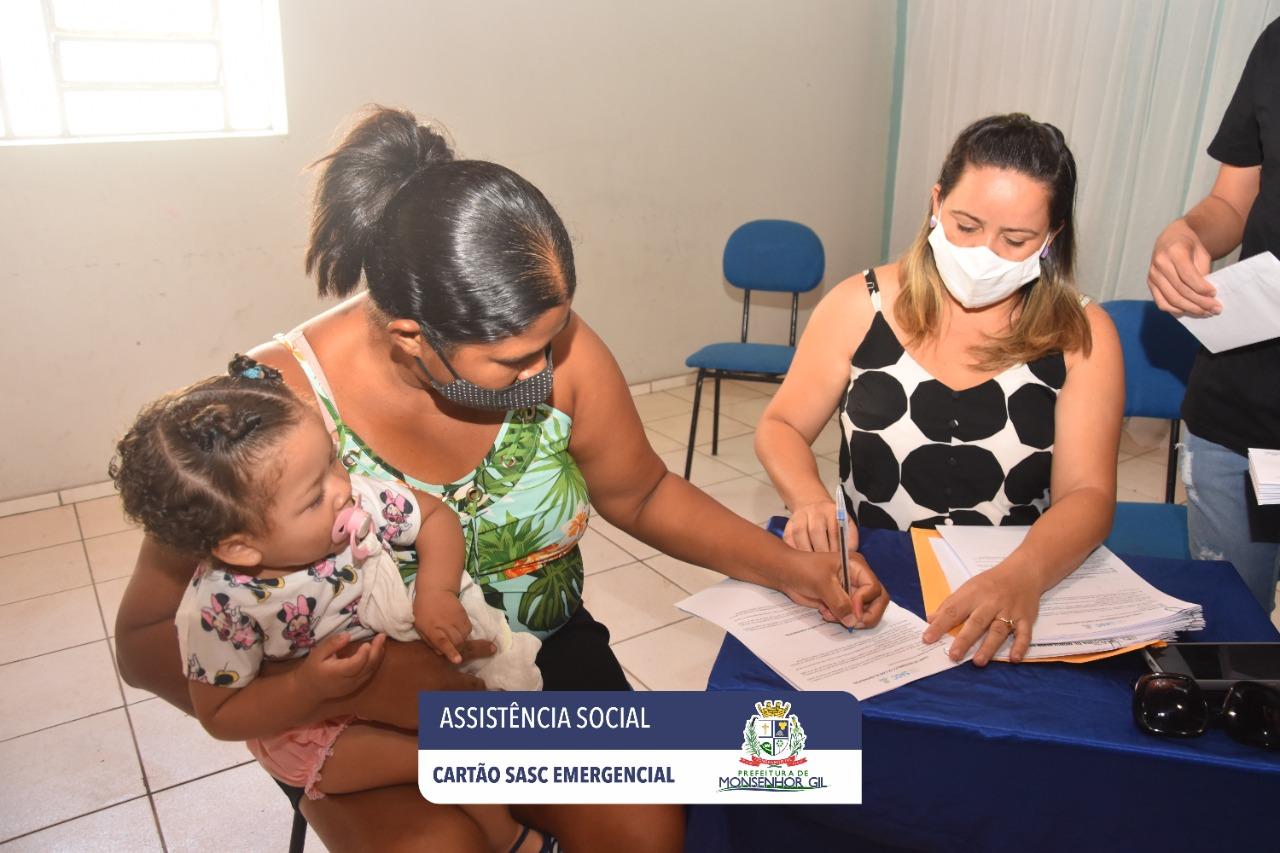 Prefeitura de Monsenhor Gil faz entrega do Cartão Sasc Emergencial  - Imagem 6