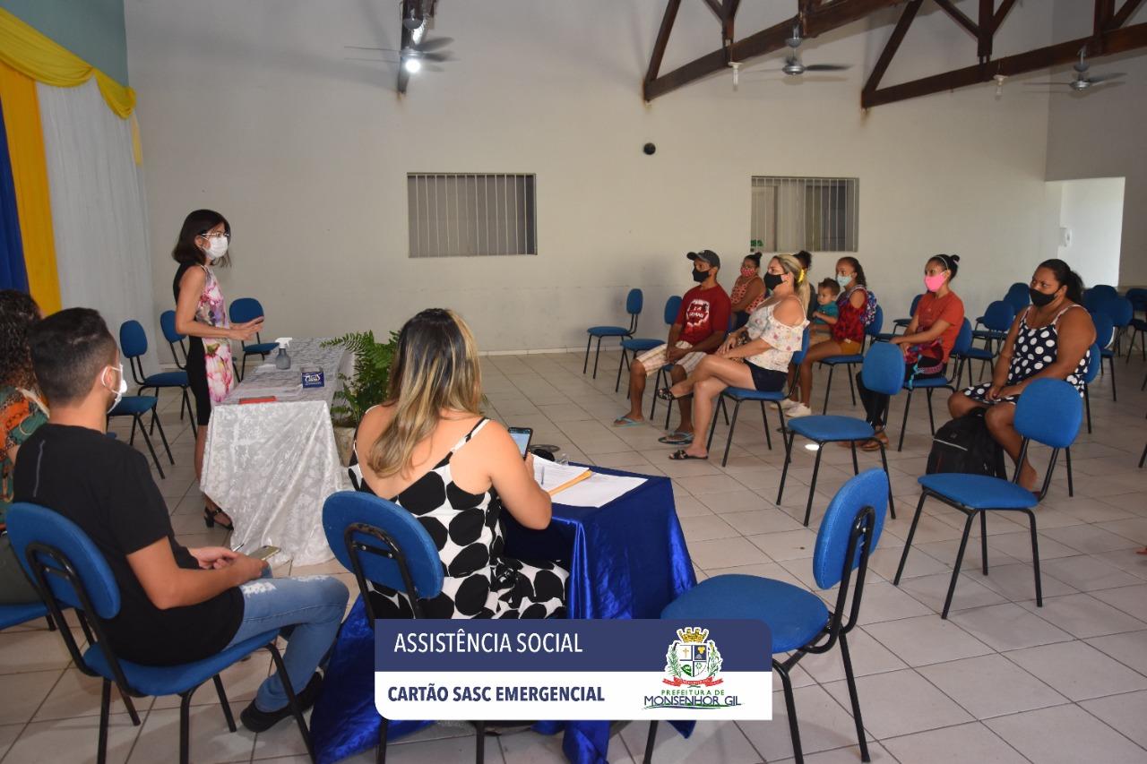 Prefeitura de Monsenhor Gil faz entrega do Cartão Sasc Emergencial  - Imagem 8