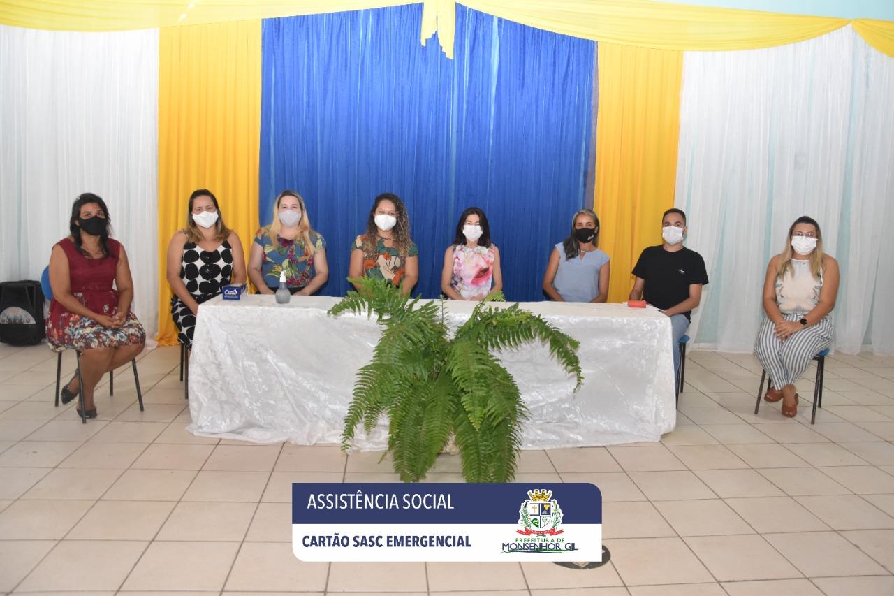 Prefeitura de Monsenhor Gil faz entrega do Cartão Sasc Emergencial  - Imagem 13