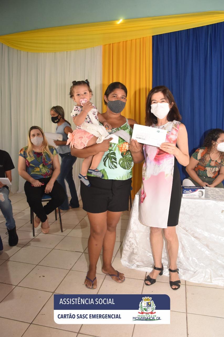 Prefeitura de Monsenhor Gil faz entrega do Cartão Sasc Emergencial  - Imagem 11