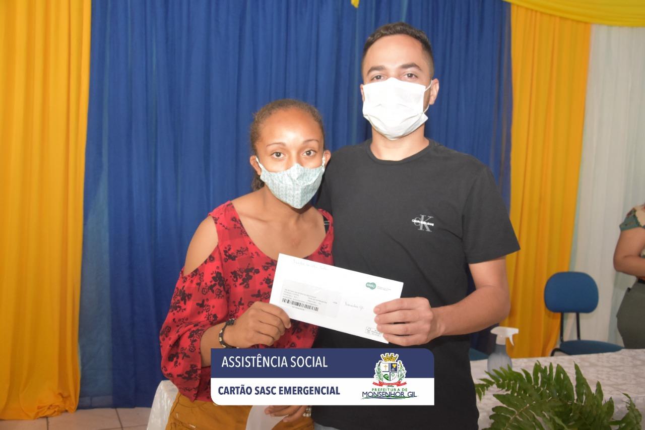 Prefeitura de Monsenhor Gil faz entrega do Cartão Sasc Emergencial  - Imagem 4