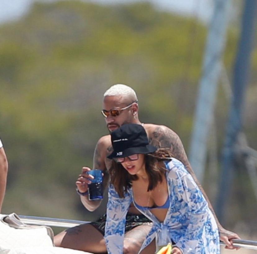 Neymar e Bruna Biancardi são flagrados em Ibiza ( fotos: Twitter)