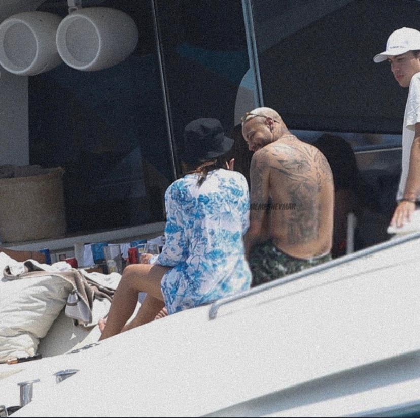 Neymar e Bruna Biancardi são flagrados em IbizaNeymar e Bruna Biancardi são flagrados em Ibiza
