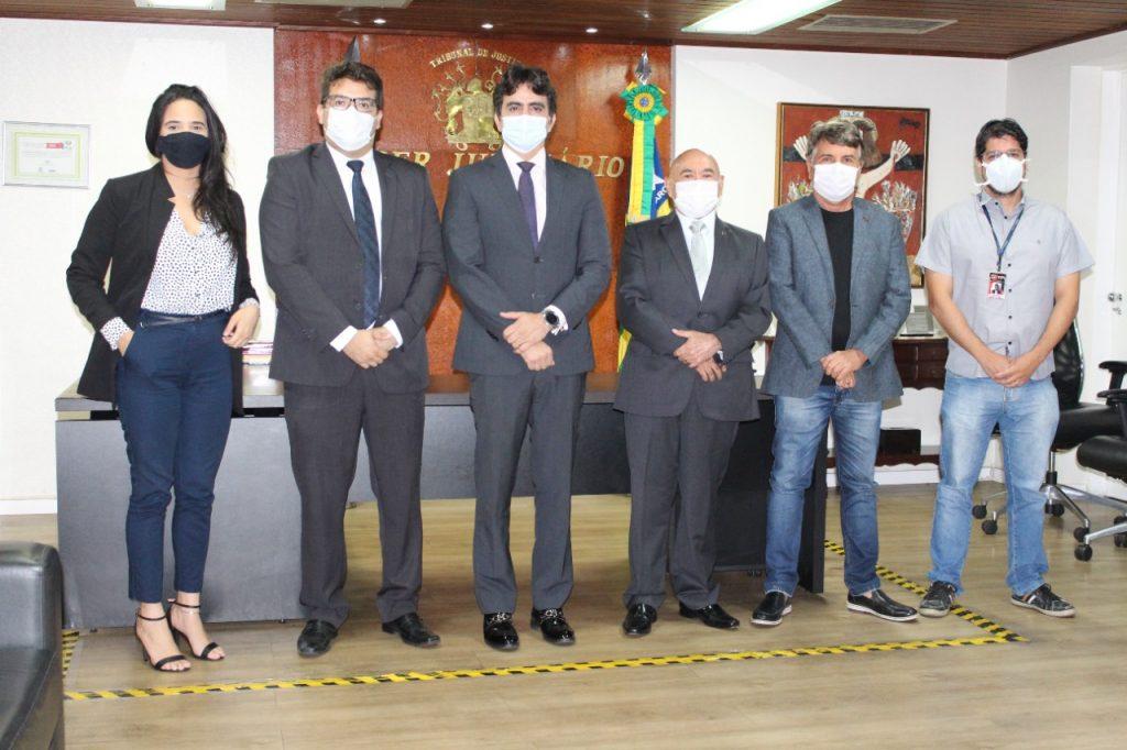 Prefeito João Luiz entra pela porta da frente do Tribunal de Justiça do PI - Imagem 2