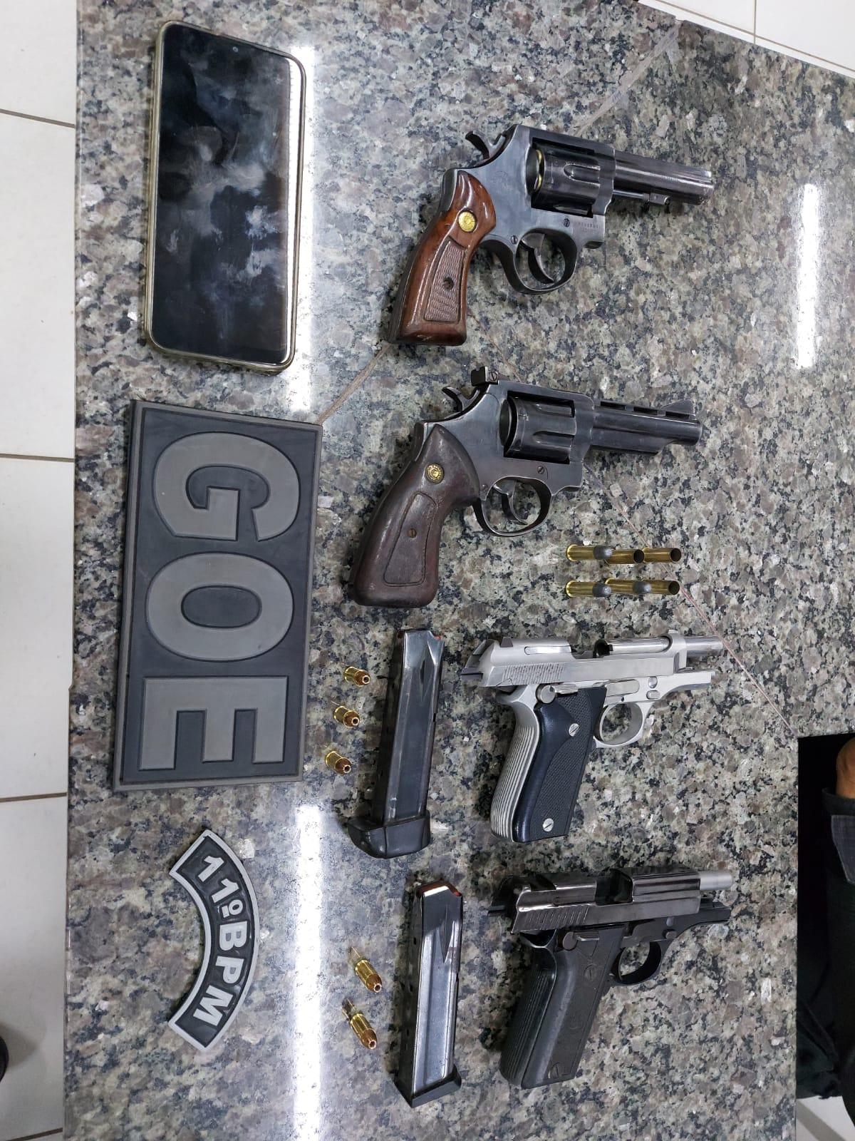 Armas e munições apreendidas com a quadrilha