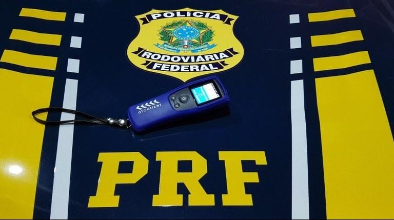 Diante dessa situação, os policiais conduziram o homem até a Polícia Civil do município de Inhuma para os procedimentos cabíveis - Foto: Divulgação/PRF