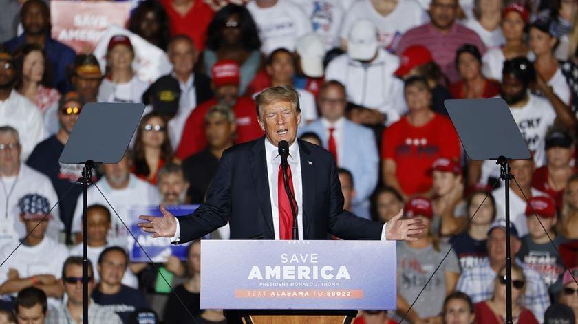 Trump é vaiado em comício ao defender vacinação - Foto: AFP