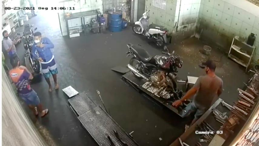 Dupla invade oficina e faz arrastão em pertences de clientes e funcionários