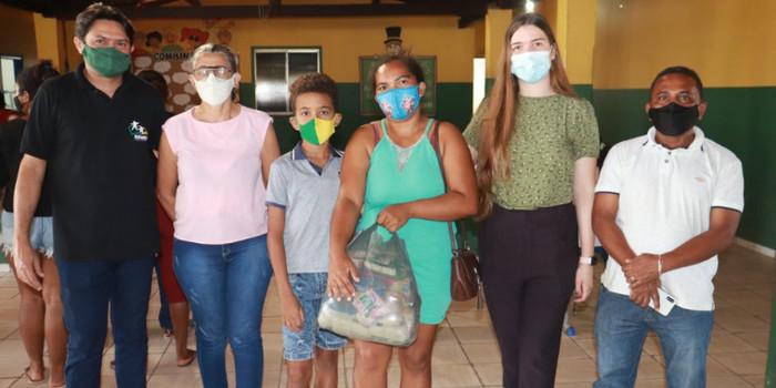 Prefeitura de Lagoinha entregou kits de Alimentação Escolar para Alunos