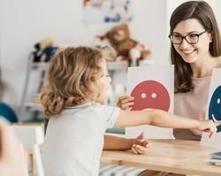 Psicóloga fala sobre a importância da psicoterapia infantil