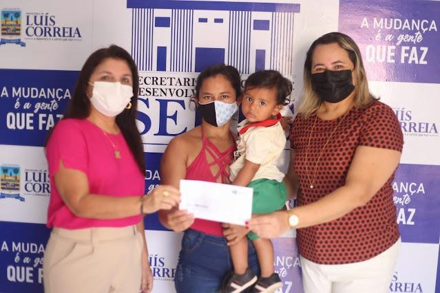 Prefeitura entrega cartões do Sasc Emergencial aos beneficiários - Imagem 1