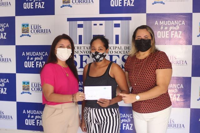 Prefeitura entrega cartões do Sasc Emergencial aos beneficiários - Imagem 2