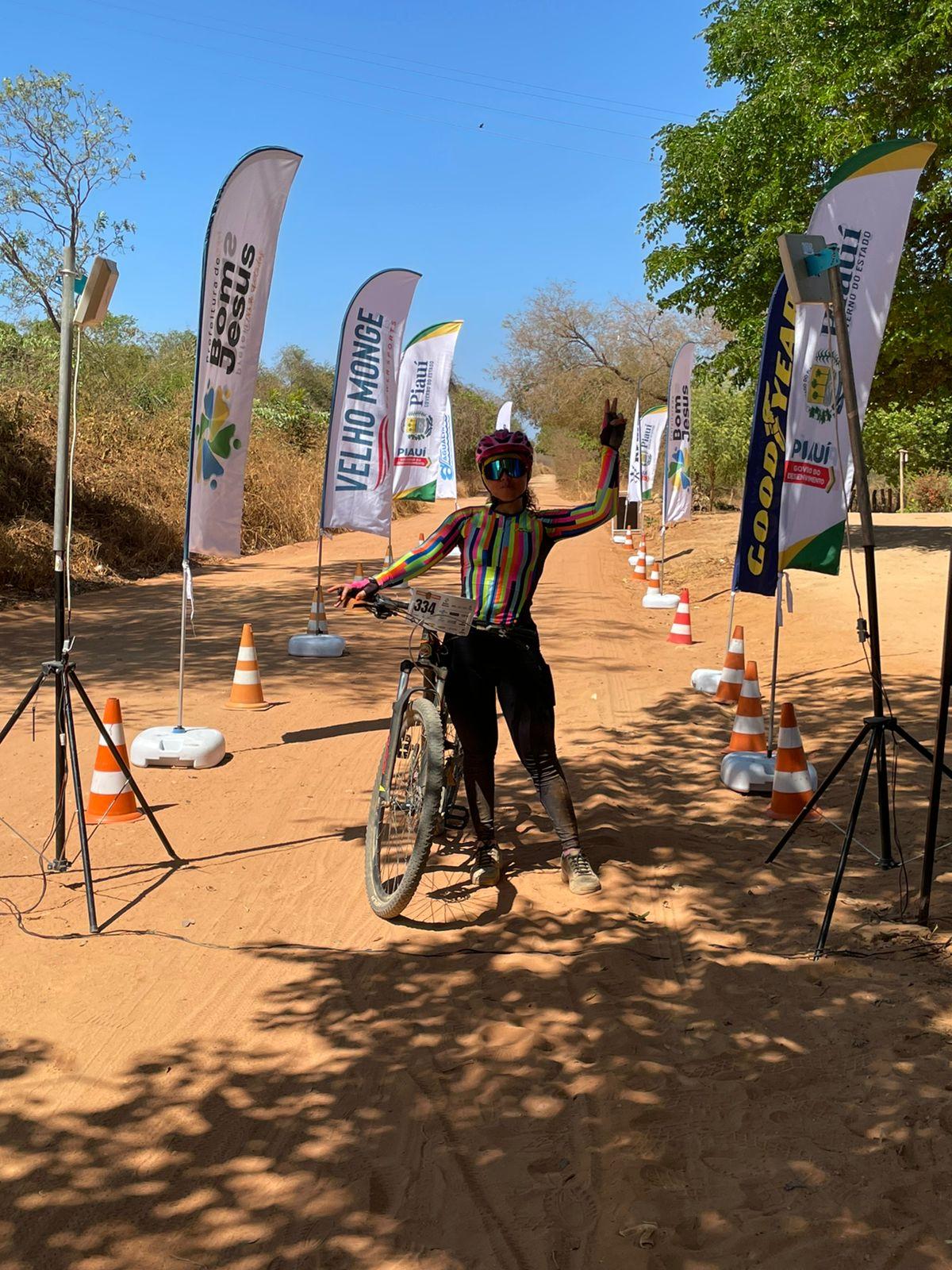 Competidora na bike (Andressa Sipaúba)