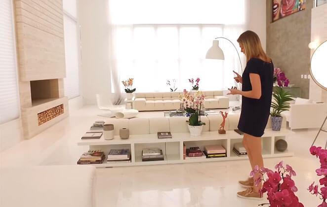 Apresentadora esbanja luxo em sua mansão. (Foto: Reprodução)