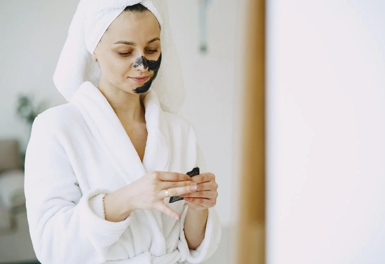 Cuidados com a pele é uma prática muito comum. (Foto: Reprodução)