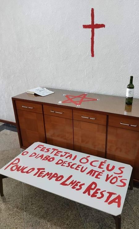 Jovem deixou mensagens satânicas no local do crime