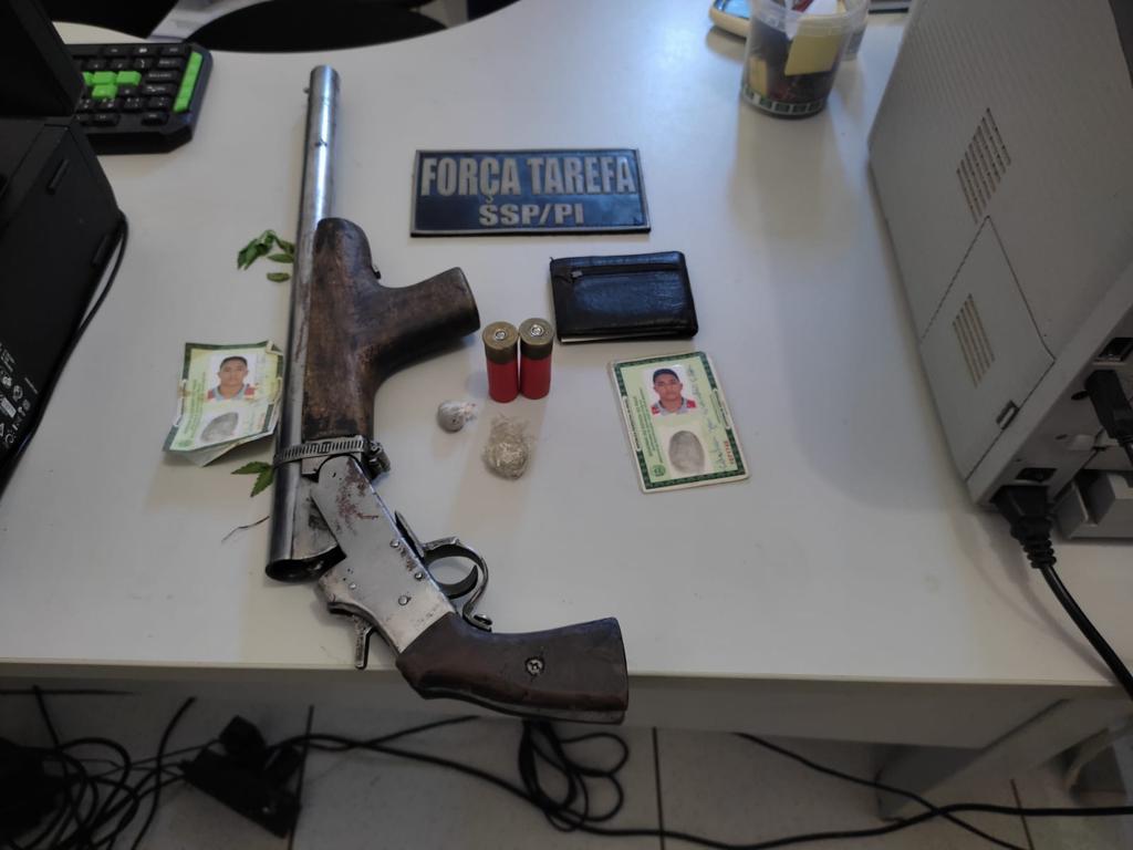 Uma escopeta calibre 12 foi apreendida durante a operação - Foto: Divulgação/Polícia Civil