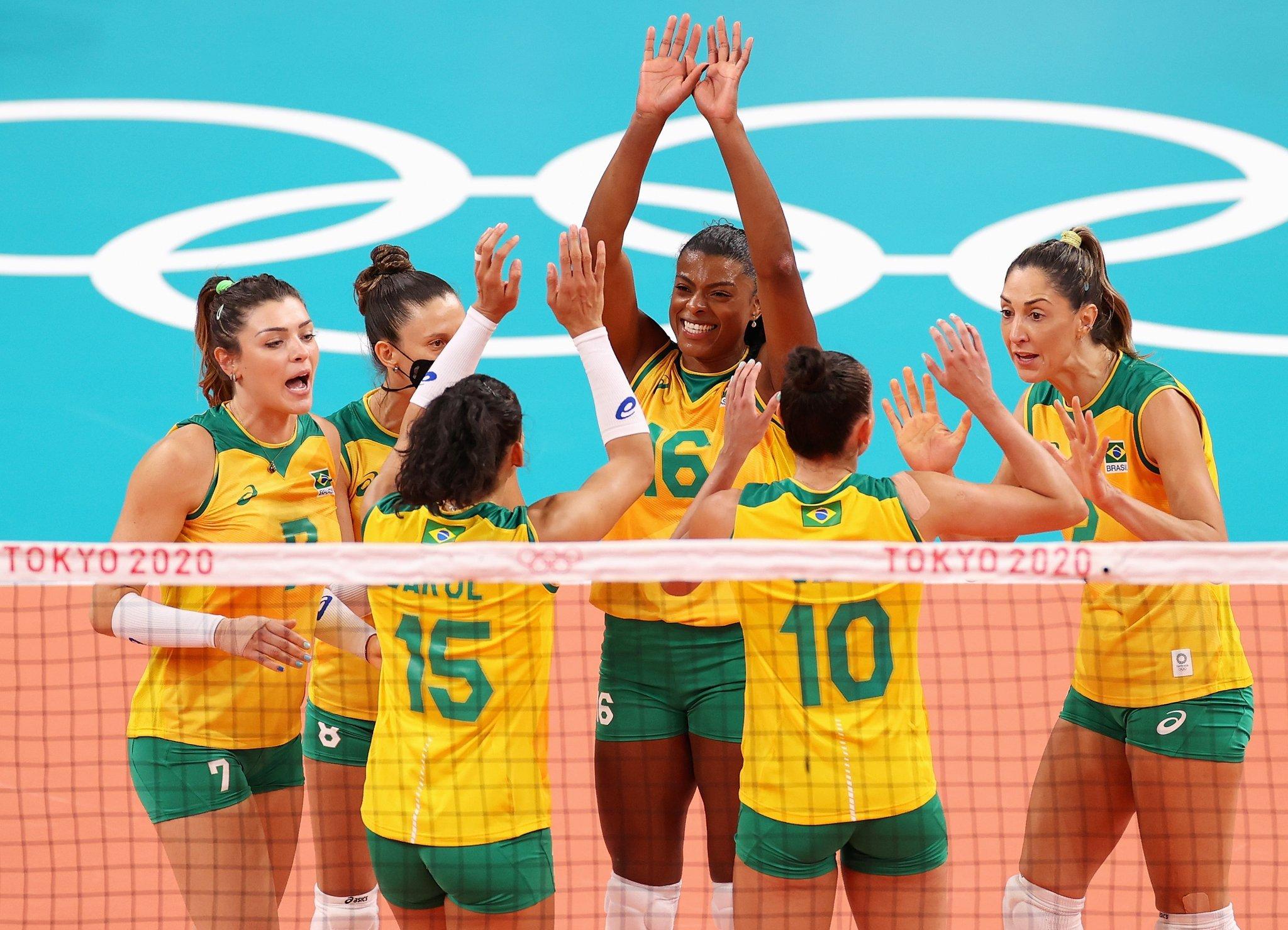 Rosamaria e o time Brasil de vôlei venceram a Coreia do Sul nas semifinais em Tóquio- Foto: Julio Cesar Guimarães/COB